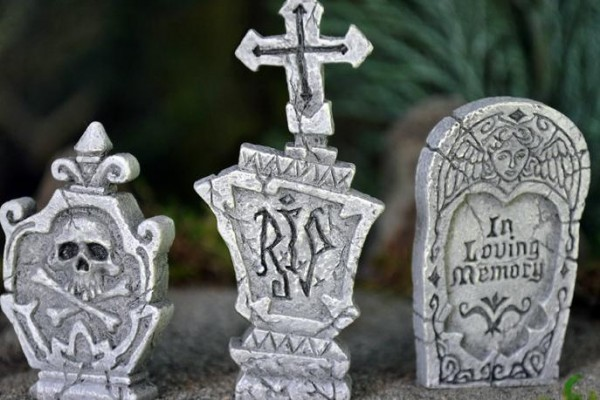 minature graveyard fairy garden